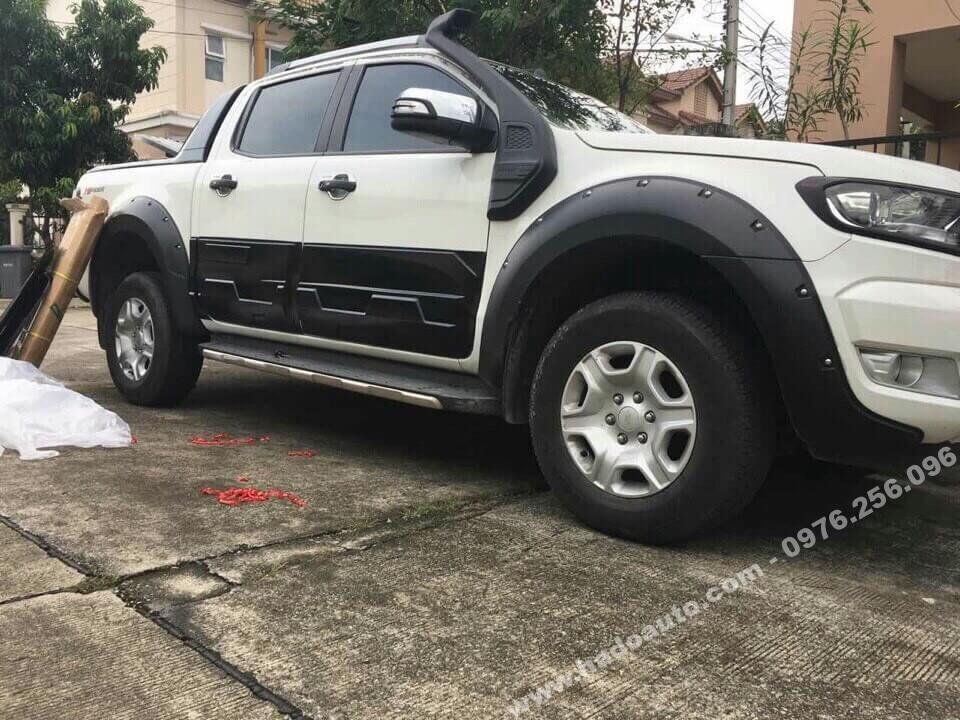 cua-lop-co-dinh-ford-ranger