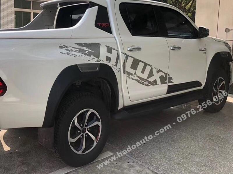 cua-lop-toyota-hilux-2021-moi-nhat-chinh-hang